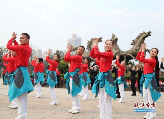 馬鞍山:中國文化館年會舞蹈團快閃表演街頭精彩上演 - 每日頭條