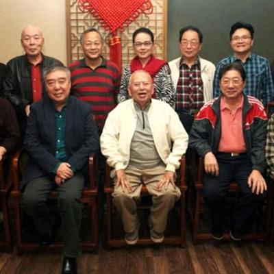 相聲女神姬天語不僅有師爺吳兆南,還有個商演成功的師伯郭德綱 - 每日頭條