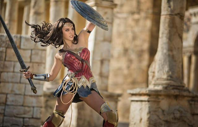 神力女超人角色扮演有如電影劇照般好看 - 每日頭條