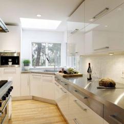 Kitchen Corner Sinks Sink Types Materials 你会将水槽安装在厨房角落里吗 每日头条 角落水槽下方的楔形橱柜可以放置清洁用品 厨房齿轮和其他厨房杂物 也可以为水槽管道提供更多的空间 另外请注意 这个优点也是值得考虑的 如果您有如花岗岩这样的较