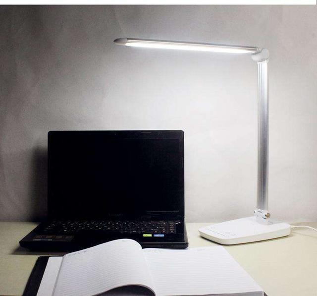 買個護眼檯燈很難嗎?不要想當然的選擇LED燈。它一點都不護眼 - 每日頭條