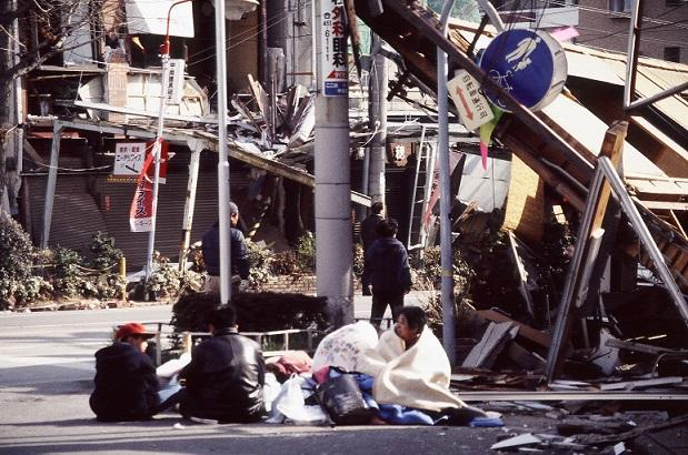 1995年日本阪神大地震有多恐怖?一組現場照片告訴你答案 - 每日頭條