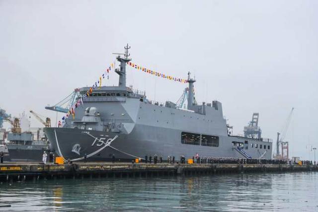再小的海軍也有巨艦夢。秘魯首艘萬噸登陸艦已投入使用! - 每日頭條