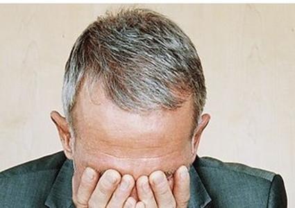 頭髮變白的根本原因是什麼?如何治療? - 每日頭條
