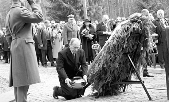 卡廷慘案2萬波蘭士兵被屠殺 普京只下跪不道歉! - 每日頭條