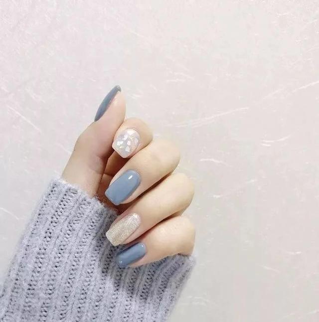 秋冬必備的高級藍色美甲。讓你的指尖擁有無限溫柔氣質! - 每日頭條