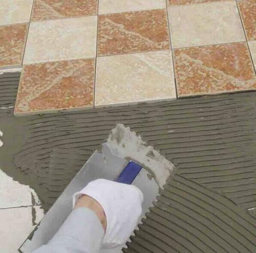 貼瓷磚用瓷磚膠還是水泥砂漿好?我家選錯現在悔斷腸! - 每日頭條