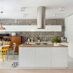 Pella Kitchen Windows Turquoise Cabinets 125 混搭 文艺青年的理想居室 每日头条 白净的墙面搭配淡色地板 阳光透过整面的玻璃窗洒入室内 让温暖与宜人的气息蔓延整个空间 用挂画装点出一面艺术墙 下面是舒服的布艺沙发和北欧小茶几 这里完全是