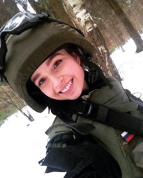 俄羅斯小美女酷愛軍裝范兒!一身作戰服簡直美哭! - 每日頭條