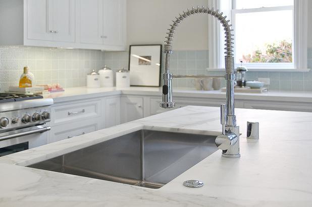 farmhouse kitchen faucet narrow island 如何选购厨房水龙头 每日头条 缺点 无法通过触摸模式调节温度或水的流量 这必须手动完成 有些人会觉得它更难以 此外 这些水龙头需要更换电池以使传感器工作