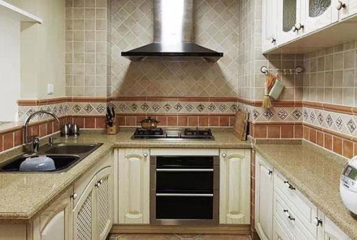 backsplashes kitchen ceiling lights for 厨房后挡板材质优劣对比 你家厨房装修后挡板选对了吗 每日头条 缺点 安装务必请专业人员操作 没装好的话可能会掉下来