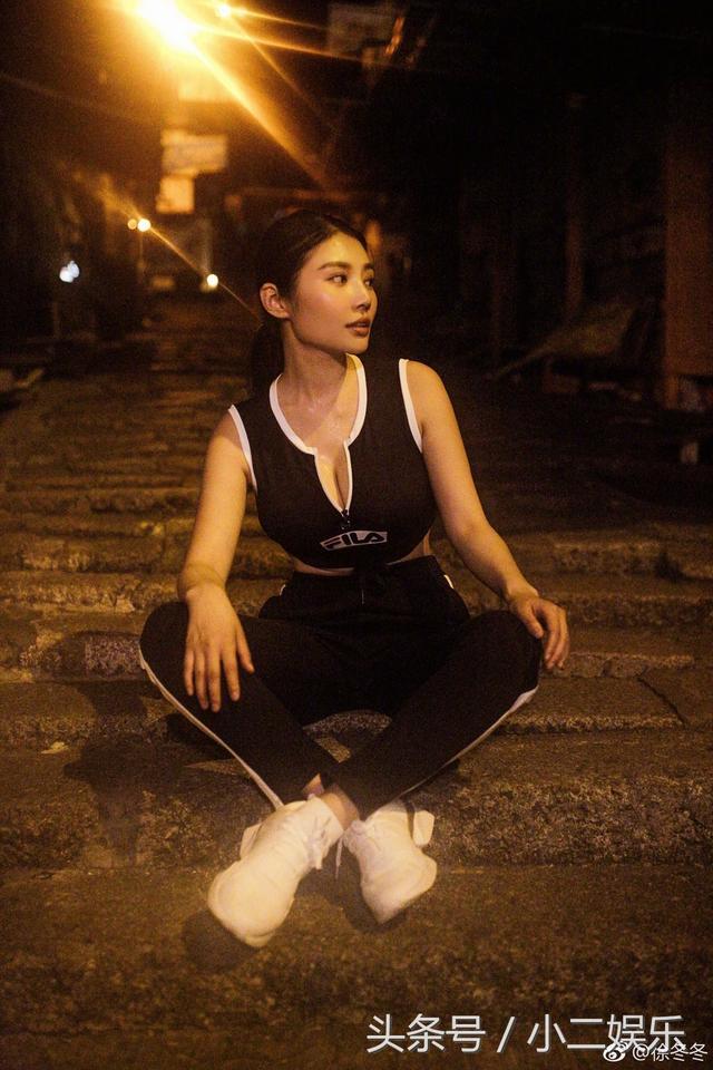 大嫂徐冬冬香港街頭夜跑 傲人身材包不住 - 每日頭條