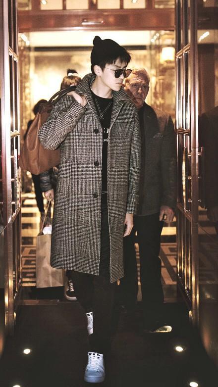 吳亦凡又有獨特新髮型,個性亮相2018米蘭時裝周 - 每日頭條