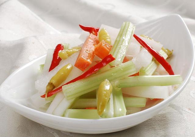 四川罈子泡菜的正宗做法。不用加醋不用1滴油。2小時就能取出吃 - 每日頭條
