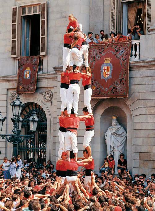西班牙「疊人塔」 - 每日頭條