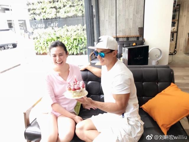劉耕宏為愛妻王婉霏慶生 親吻老婆臉頰甜蜜有愛 - 每日頭條