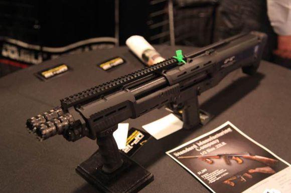 「奇葩」的戰術雙管霰彈槍,但為什麼感覺還挺酷的 - 每日頭條