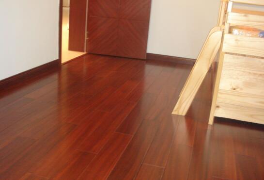 地板精油保養地板耐用嗎。地板蠟和地板精油區別在哪? - 每日頭條
