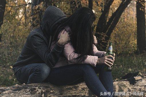 一個男人愛不愛你的8個表現。話可以騙人。但行為和表現騙不了人 - 每日頭條