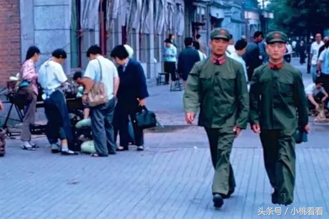 中國人民解放軍65式軍服。那個時代的標誌之一。太懷念了! - 每日頭條