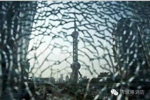 鋼化玻璃自爆傷不起啊! - 每日頭條