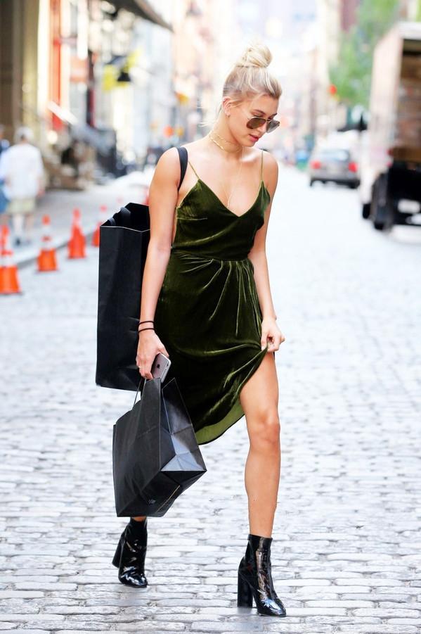 內衣外穿不新鮮了!今年流行穿「內衣裙」,時髦又顯瘦,賊上頭 - 每日頭條