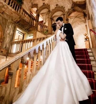 港媒曝文詠珊十月在米蘭古堡與富三代男友吳啟楠結婚,請帖已曝光 - 每日頭條