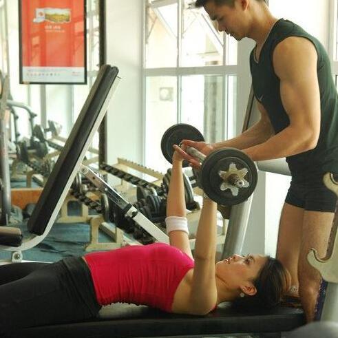 怎樣運動豐胸最有效 健身房豐胸這樣做 - 每日頭條