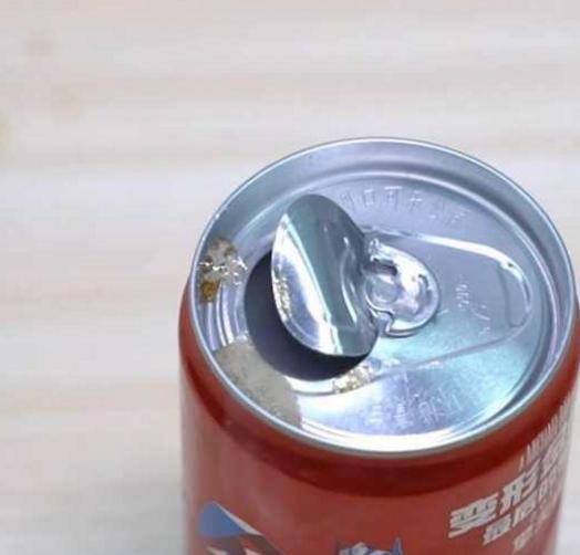 開啤酒瓶和易拉罐最快的方法!不用開瓶器,1秒就搞定,你知道麼 - 每日頭條