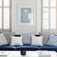 Navy Blue Kitchen Rugs Industrial Pendant Lighting For 他们家的蓝色清清爽爽 一点都不忧郁 每日头条 客厅使用深蓝色绒布沙发 搭海洋风条纹抱枕 对面则选择麻布材质靛蓝色单人座椅 厨房的哑光海军蓝橱柜显得干净利落