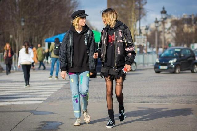 今年冬日流行穿「多」不穿「少」,秘訣就在時尚減齡的衛衣穿搭術