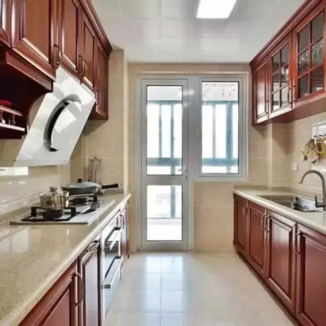 廚房選推拉門還是平開門更方便。7年資深設計師言簡意賅的總結! - 每日頭條