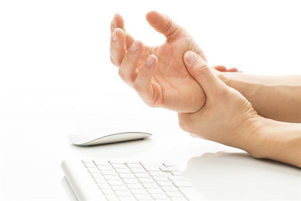 手麻痛別輕忽醫生提醒頸椎退化壓迫神經 - 每日頭條