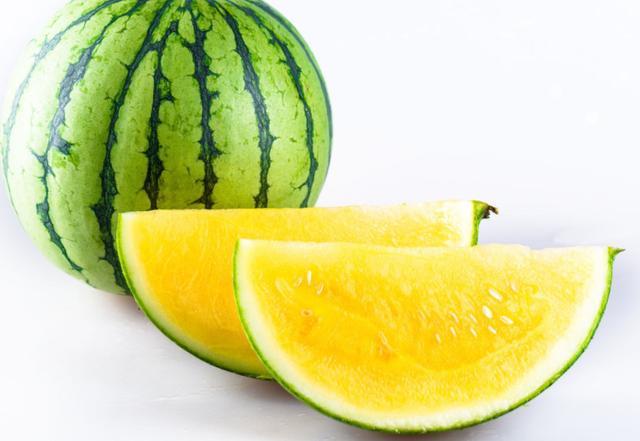 西瓜瓤的顏色有哪幾種。黃瓤西瓜有什麼好處。你喜歡吃哪一種? - 每日頭條