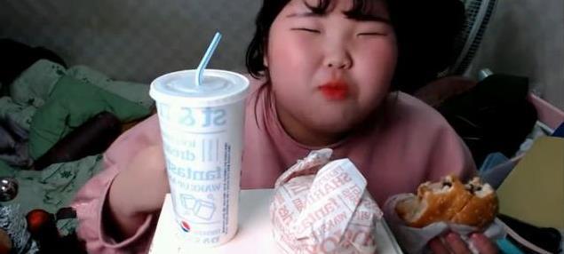 吃播界「清流」,韓國吃播網紅迅速走紅!背景亮了! - 每日頭條