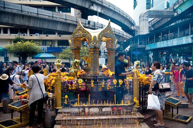 萬萬想不到,泰國最靈驗的四面佛,竟然位於十字路口,有求必應 - 每日頭條