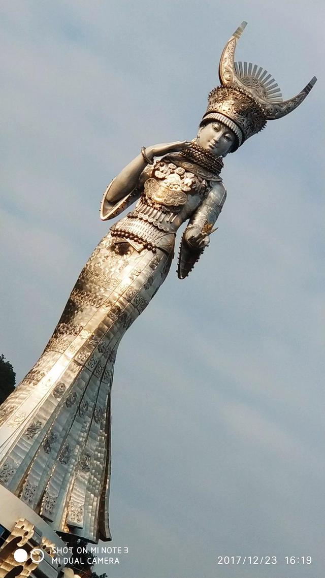 苗族女神仰阿莎雕塑榮獲世界紀錄 - 每日頭條
