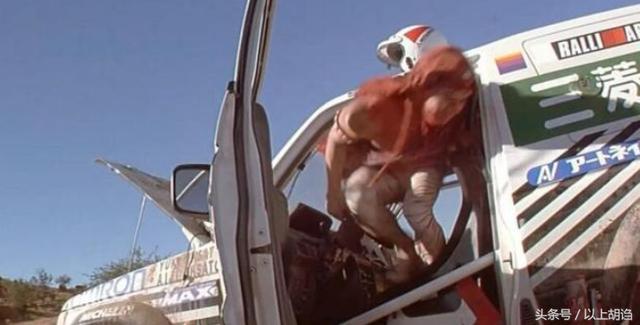 成龍從來不用替身?別開玩笑了,他替身多的一卡車都裝不下! - 每日頭條