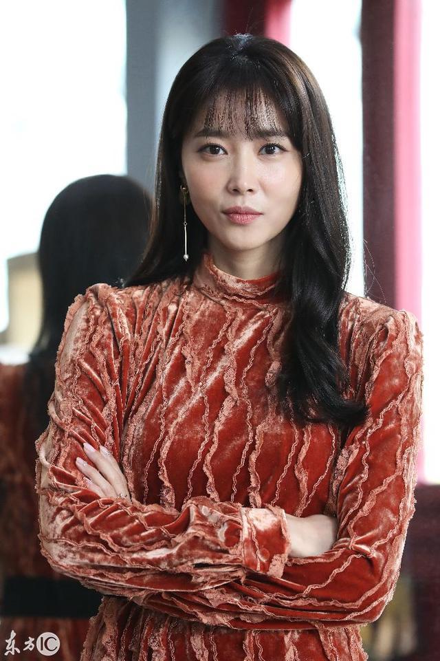 韓國女星吳允兒亮相活動。粉紅連衣裙耀眼。盡顯優雅大方 - 每日頭條