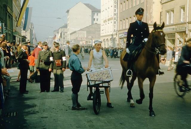 1950年代的聯邦德國珍貴彩照。表明其當時已走出了戰爭的陰影 - 每日頭條