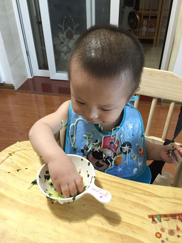 1周寶寶從厭食到樂於吃飯。我都做了什麼 - 每日頭條