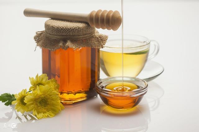 蜂蜜水的功效固然好。對於喝多少?什麼時候喝?你都對了嗎? - 每日頭條