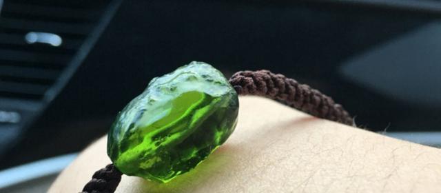 你知道怎麼辨別捷克隕石飾品的真假嗎? - 每日頭條
