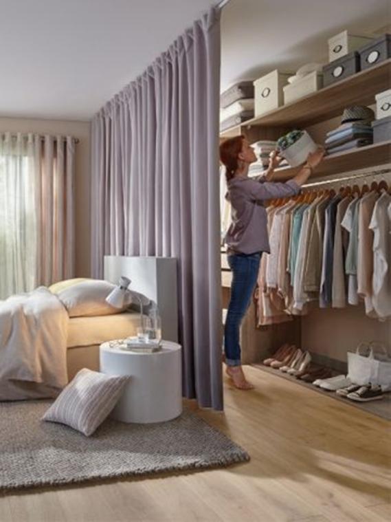 打破傳統臥室床頭不靠牆。砌小矮牆後用處太多了。鄰居個個都要學 - 每日頭條