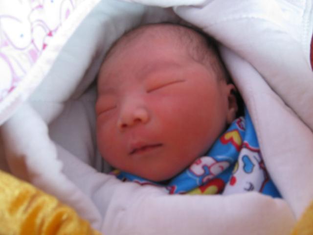 媽媽看到剛出生的寶寶是什麼感受?網友留言笑噴了! - 每日頭條
