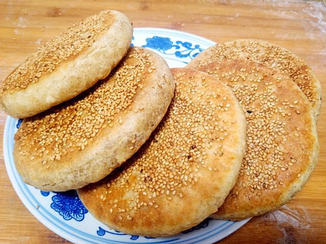 教你在家做出酥脆的油酥燒餅。不用烤箱方法簡單。比買的還好吃! - 每日頭條