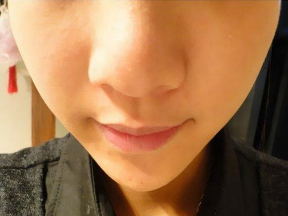 將不起眼的粉末塗在鼻子上。1分鐘黑頭一去一大片特爽。這才是黑頭剋星 - 每日頭條