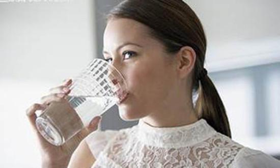 早晨起床的第一杯水。是喝溫開水好還是涼開水好? - 每日頭條
