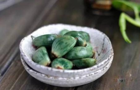 大蒜放醋里變綠了還能吃嗎 大蒜放醋里可以放多久 - 每日頭條