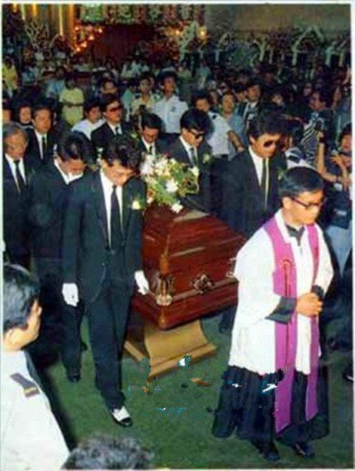 83版射鵰英雄傳「黃蓉」葬禮:梁朝偉黃日華痛哭。從此再無俏黃蓉 - 每日頭條